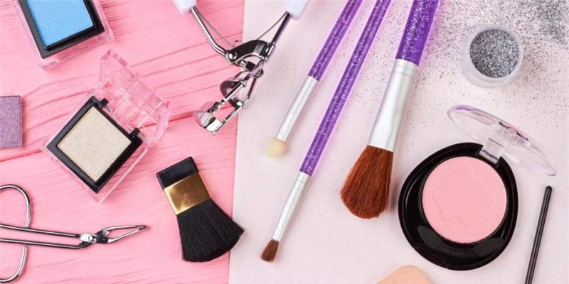 The Ultimate Guide on How to Stock Up a Makeup Artist Kit